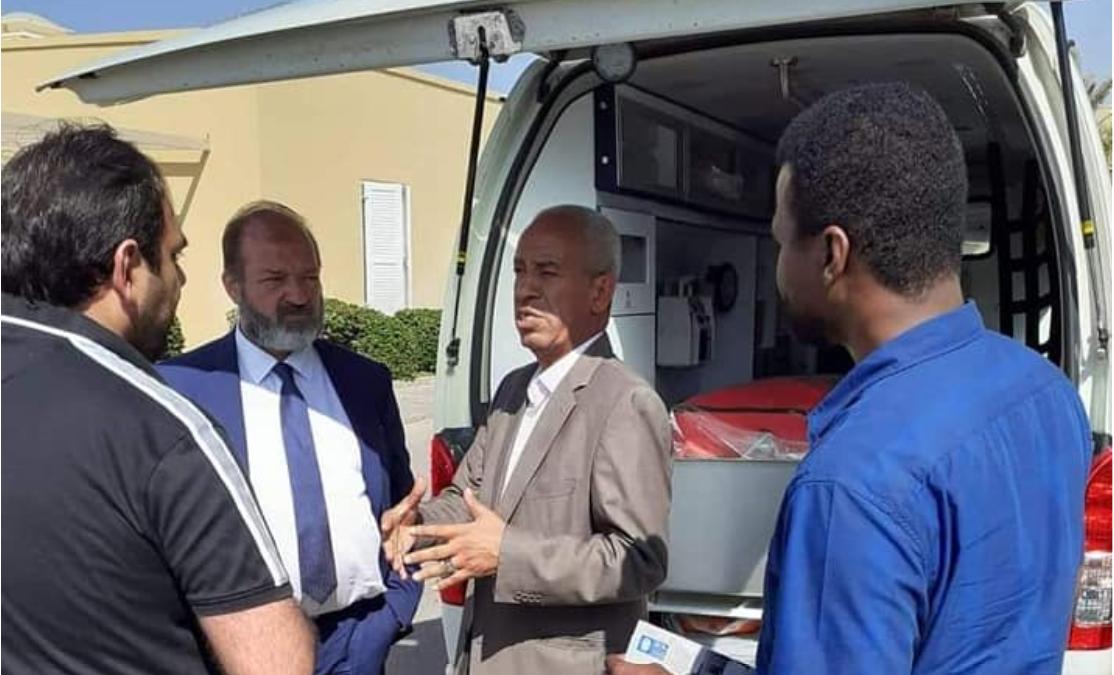 المجلس المحلي تاورغاء يستلم سيارة إسعاف مجهزة