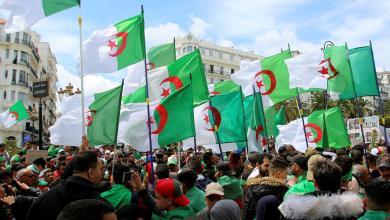 Photo of الجزائريون يحيون الذكرى الأولى للحراك