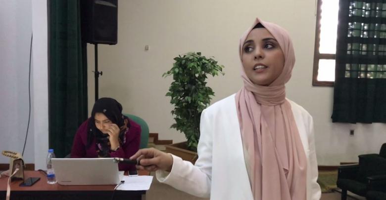الطالبة أمل ضو اجميع تقدم مشروع تخرجها في جامعة صبراتة حول استغلال الطحالب المحلية في انتاج الديزل
