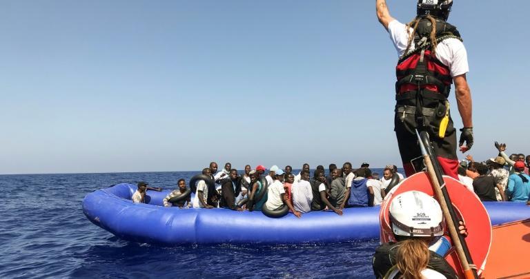 إنقاذ 400 مهاجر قبالة السواحل الليبية- الصورة نقلا وكالة AFP