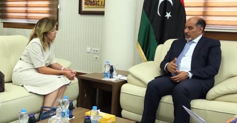 لقاء النائب بالمجلس الرئاسي عبدالسلام كاجمان مع نائب رئيس بعثة الأمم المتحدة للدعم في ليبيا ستيفاني وليامز
