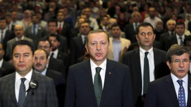 "Photo of أردوغان يطرد ""الرفاق المؤسسين"".. ويُقويّهم سياسياً"