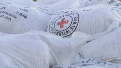 Photo of الصليب الأحمر يُرسل مُساعدات لنازحي مرزق في فنقل