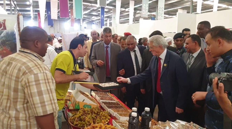 أعضاء من البرلمان ووزير الزراعة في حفل افتتاح معرض ليبيا الزراعي في دورته الرابعة بمدينة تمنهنت