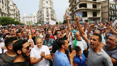 Photo of محتجون جزائريون يرفضون الانتخابات واعتقالات في صفوفهم
