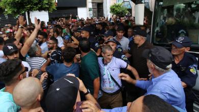 Photo of الجزائريون يرفضون الانتخابات والعسكر يتحدثون عن مؤامرة