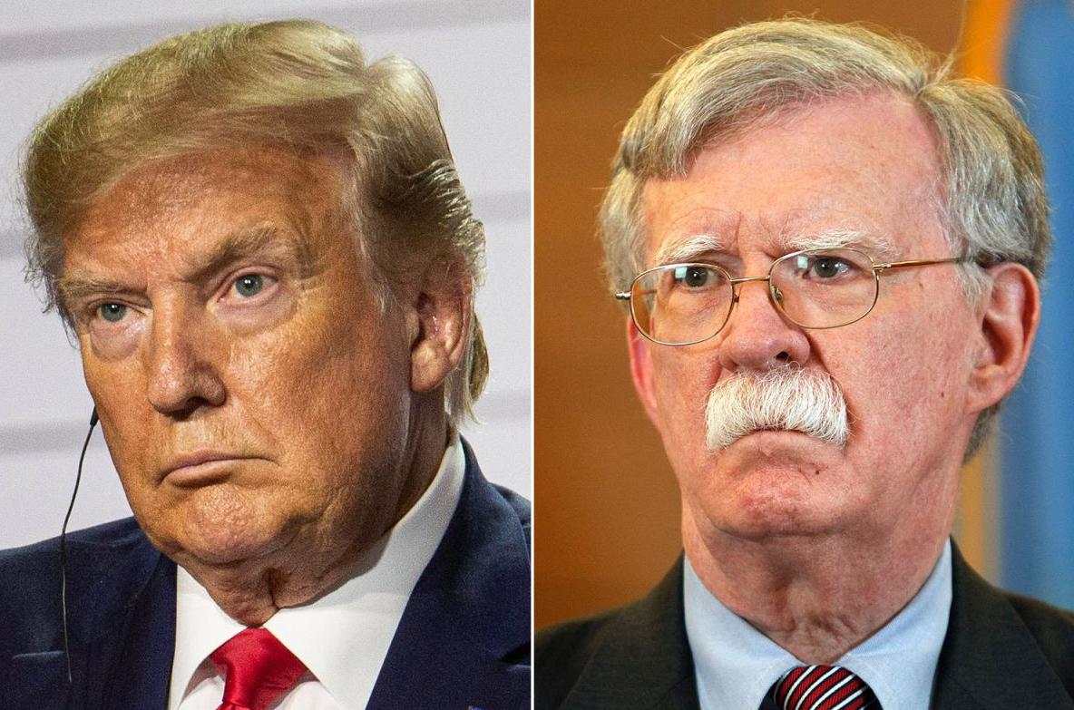 مستشار الأمن القومي المُقال جون بولتون والرئيس الأمريكي دونالد ترامب