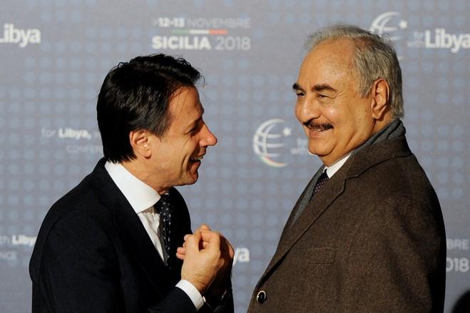قائد الجيش الوطني المشير خليفة حفتر ورئيس الوزراء الإيطالي جوزيبي كونتي - ارشيفية