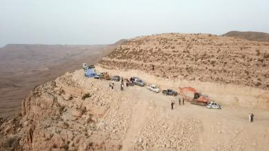 Photo of أهالي جبل نفوسة يشقون طريقا تجاهلته الحكومات 39 عاما