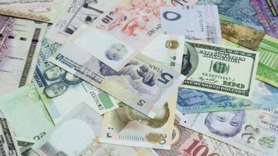 Photo of الدينار يصعد أمام الدولار واليورو في السوق السوداء