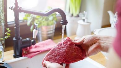 Photo of دراسة أميركية تُحذر من غسل اللحوم قبل طهوها