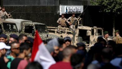 Photo of الجيش اللبناني يفتح عدد من الطرق التي أغلقها المحتجون