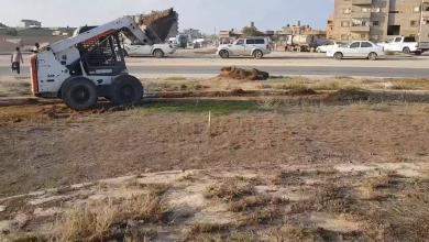 Photo of طبرق تشهد أعمال تنظيف جزيرة المدخل الغربي للمدينة