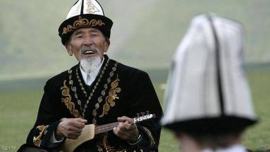 """صورة """"مركزي قيرغستان"""" يلجأ للغناء لشرح آلية عمله"""