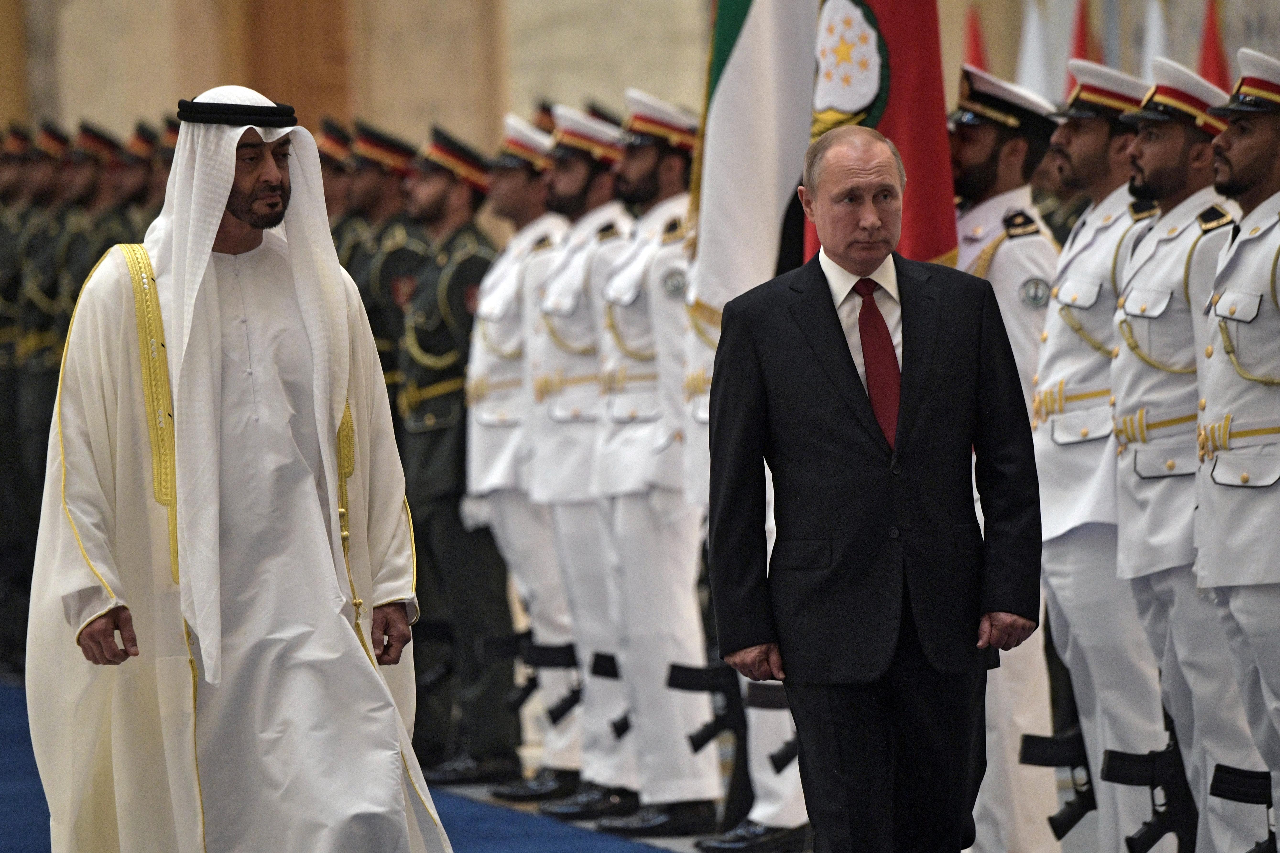الرئيس الروسي فلاديمير بوتين مع ولي عهد أبوظبي الشيخ محمد بن زايد
