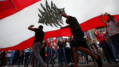 Photo of لبنان.. احتجاجات مستمرة واستقالات تهدد مصير الحكومة