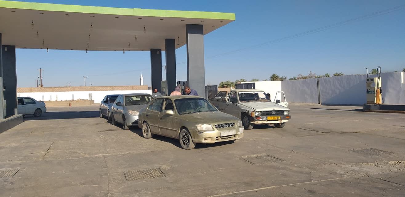 بلدية سبها تعلن عن اتفاق ينهي أزمة نقص الوقود في المدينة