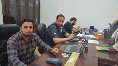Photo of توزيع بطاقات ائتمانية للعائلات النازحة من طرابلس في زليتن
