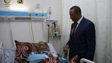 """Photo of الثني يزور عميد العائلة السنوسية """"أحمد السنوسي"""" بالمستشفى"""