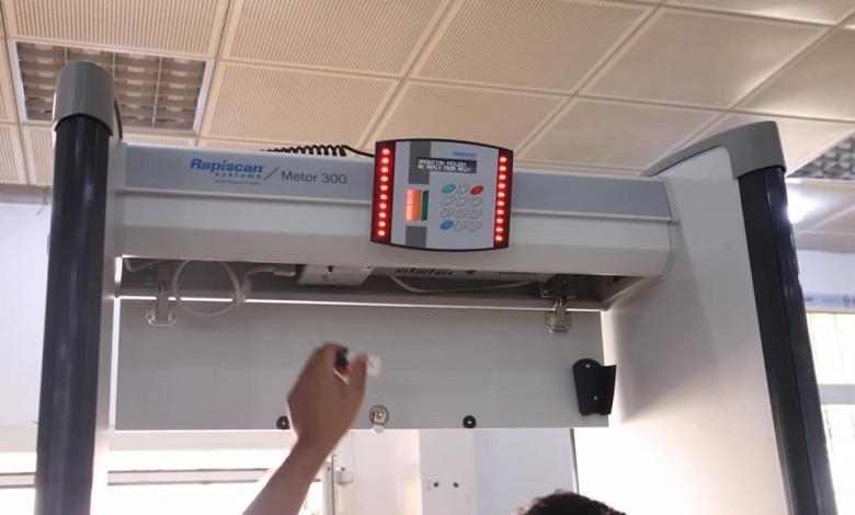 تركيب جهاز تفتيش آلي بصالة المغادرة في مطار طبرق الدولي
