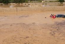 Photo of إخلاء عائلات حاصرتها السيول في طبرق