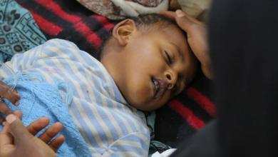 """Photo of """"الصحة العالمية"""" تحذر من موت ربع مليون طفل يمني"""