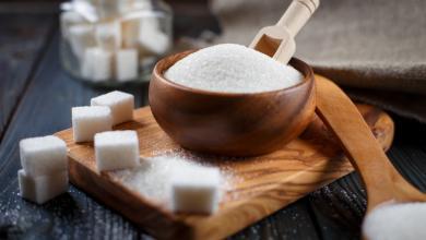 صورة المشروبات السكرية والحلويات.. أيّهما تزيد وزنك أكثر؟