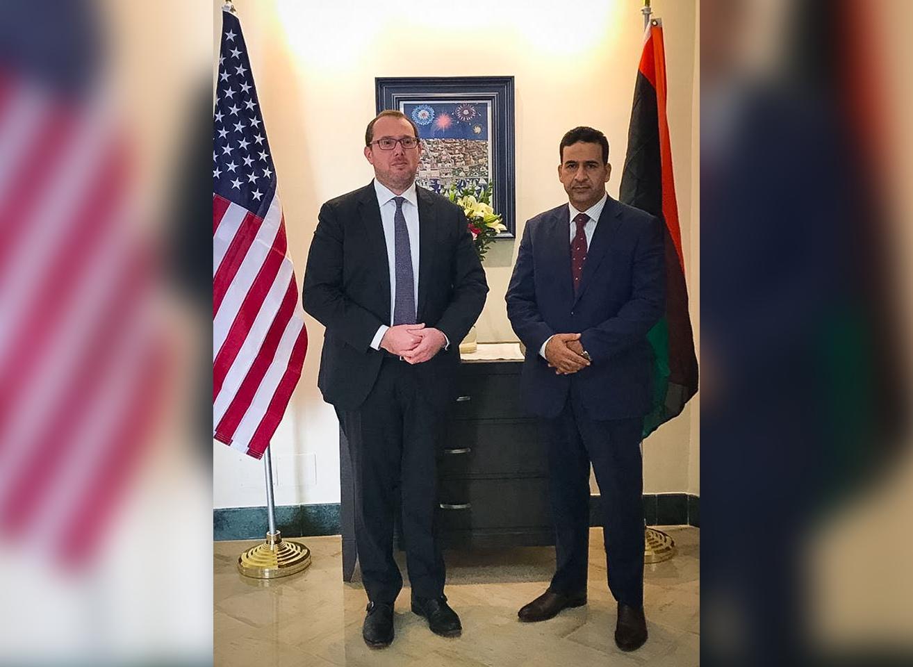 النائب الأول لرئيس مجلس النواب فوزي النويري - القائم بأعمال السفارة الأمريكية لدى ليبيا بالنيابة هاريس