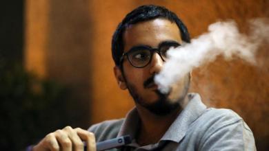 """صورة """"الصحة العالمية"""" تكشف أهم أضرار السجائر الإلكترونية"""
