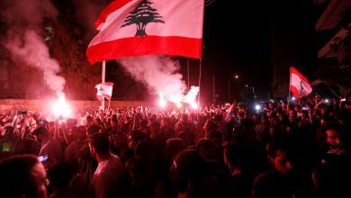 "Photo of لبنانيون يقتلعون ""ملوك الطوائف"" من الشوارع"