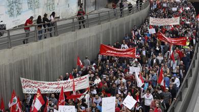 Photo of إضراب عمال المصارف والجمود السياسي يُعقدان المشهد بلبنان