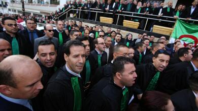 Photo of الجزائر: عناصر الدرك تقتحم مكاتب القضاة بوهران