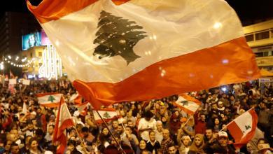 "Photo of ""عروس الثورة"" تُعيد الزخم لاحتجاجات لبنان"