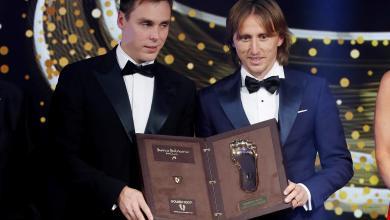 Photo of مودريتش يتوّج بجائزة القدم الذهبية