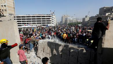 "Photo of يوم دام بالعراق.. والمحتجون يصرّون على ""إسقاط النظام"""