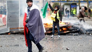 """Photo of الآلاف من """"السترات الصفراء"""" يحيون سنويتهم الأولى"""