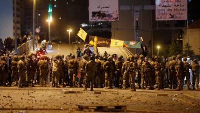 """Photo of اشتباكات بين المتظاهرين ومؤيدي """"حزب الله وحركة أمل"""" في بيروت"""