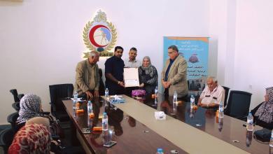 Photo of إدارة الخدمات الصحية بنغازي تُكرّم الإذاعية عزيزة عبد المحسن