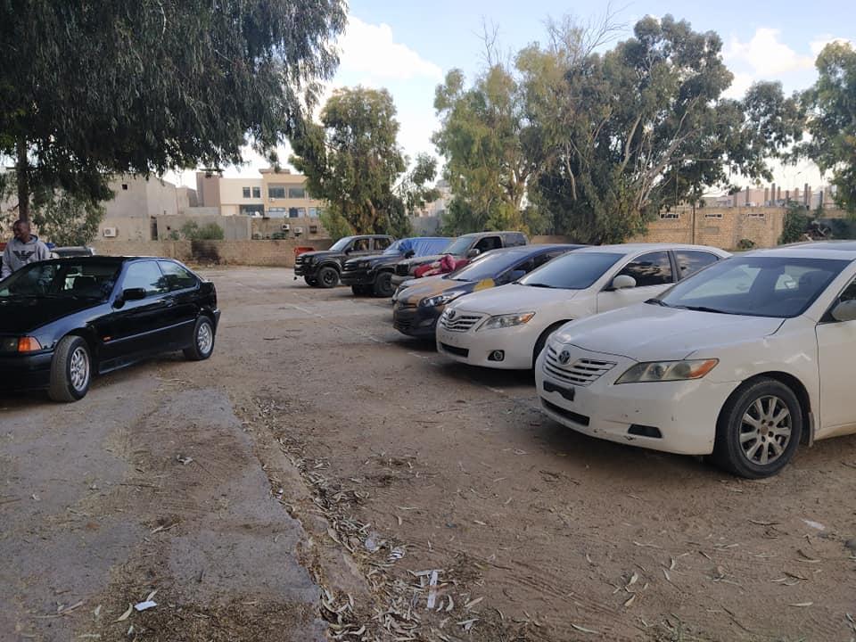 أمن طرابلس يقبص على تشكيل عصابي يمتهن سرقة السيارات بقوة السلاح
