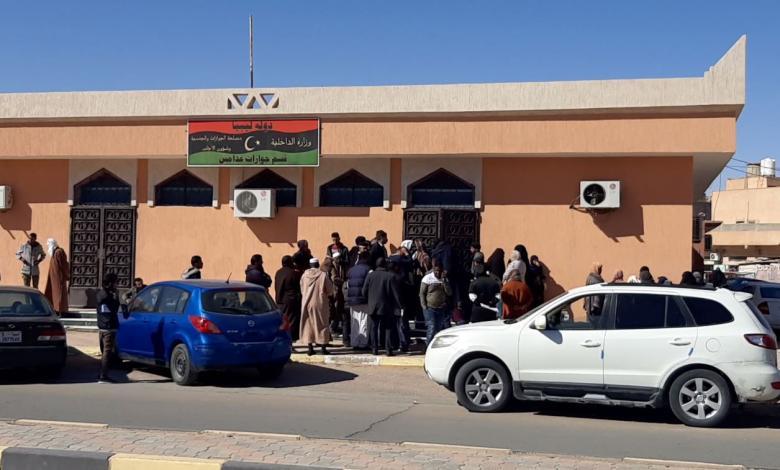 ازدحام يومي أمام قسم الجوازات في مدينة غدامس ومعاناة مستمرة