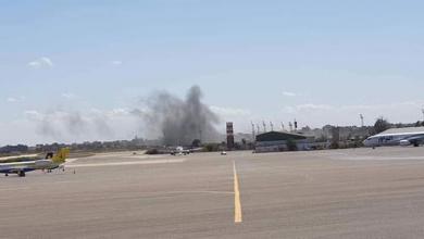 Photo of مُجدّداً.. القذائف تشلّ رحلات مطار معيتيقة