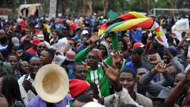 Photo of موظفو الدولة في زيمبابوي يحتجون على انخفاض الرواتب