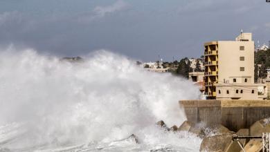Photo of العاصفة لولو تجتاح لبنان.. انهيارات وطرقات غارقة