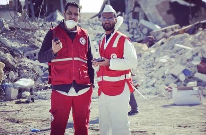 المتطوعان طه الاحمر فرع الخمس و أيمن العربي فرع سرت، قصة الصورة أثناء عمليات أنتشال الجثث بمدينة سرت إبان الحرب