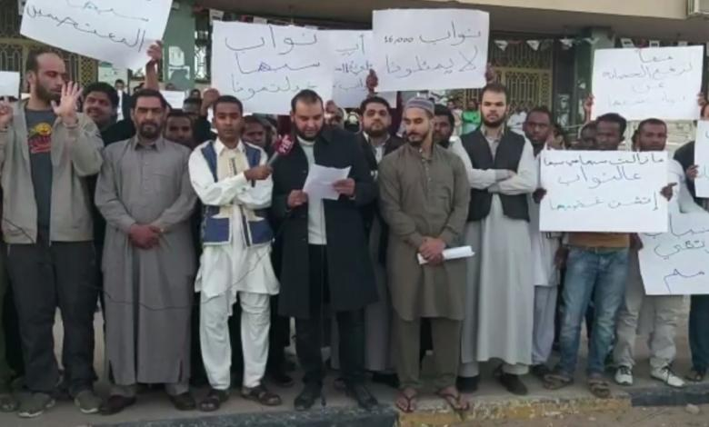 وقفة احتجاجية لشباب من سبها يطالبون بفرص عمل