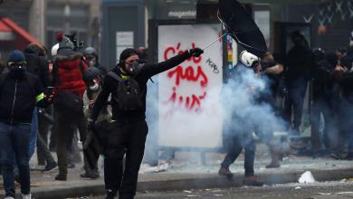 Photo of فرنسا: إضراب عام يشل الحركة واشتباكات مع المحتجين