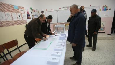 Photo of إقبال ضعيف بانتخابات الجزائر.. واقتحام مراكز اقتراع