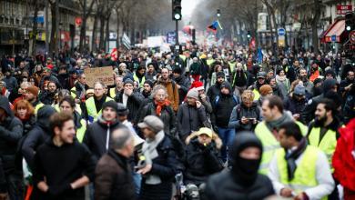 Photo of محتجون يشتبكون مع قوات الأمن وسط باريس