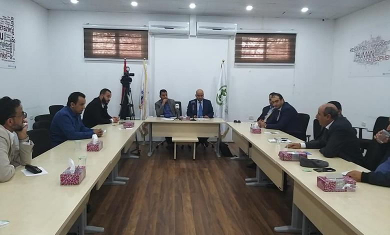 بلدية أبو سليم تعقد اجتماعا مع مدراء مصرف الوحدة