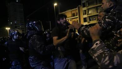 Photo of الأمن اللبناني يفرق محتجين أمام مقر الحكومة بالقوة